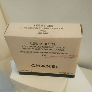 Chanel Les Beige Sheer Glow Foundation Powder